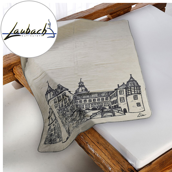 Kuscheldecke Laubach-Kolter auf dem Bett