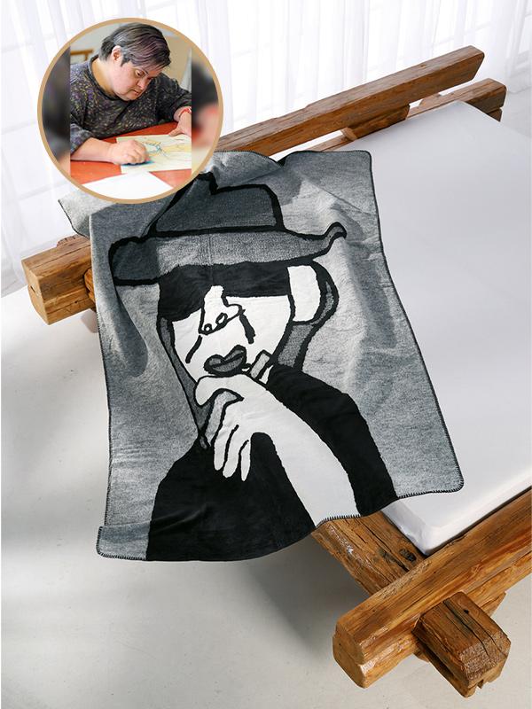 Kuscheldecke Kunstkolter Udo Lindenberg auf dem Bett